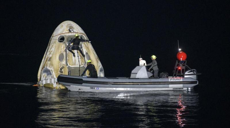 Cápsula SpaceX regressa à terra com quatro astronautas