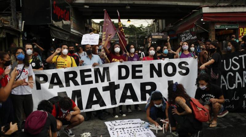 """""""Justiça, sim! Chacina, não!"""". Jacarezinho protesta contra violência policial na favela"""