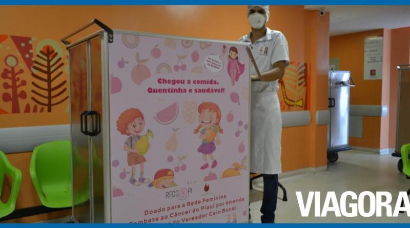 Rede Feminina entrega carrinhos de refeições no Hospital São Marcos