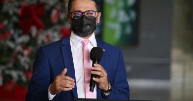 Bolsonaro desobrigar uso de máscaras é temerário e irresponsável, diz presidente do Conass   Hora do Povo