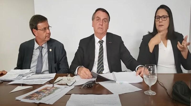 Com desinformação sobre máscaras e TCU, Bolsonaro 'joga na confusão'