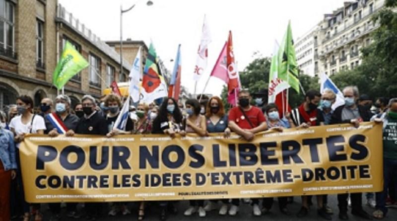 Manifestação contra atos fascistas toma as ruas de Paris   Hora do Povo