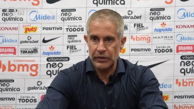 Sylvinho nega falta de entrega e dedicação dos jogadores do Corinthians