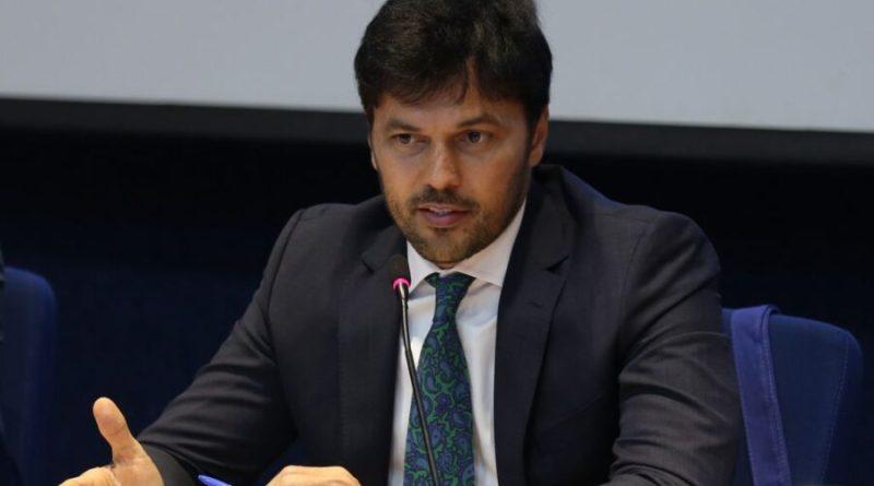 Em cadeia nacional, ministro diz que privatização é última chance de garantir sobrevivência dos Correios