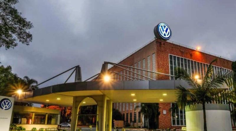 Falta de componentes faz Volks cortar parte da produção e pôr 1.500 em 'lay off' no ABC   Rede Brasil Atual