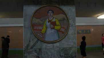 Mais uma imagem do metrô de Pyongyang.