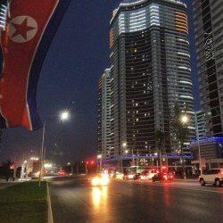 Mais imagens de Pyongyang a noite.
