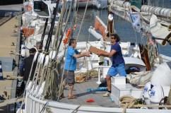 Déchargement d'un bateau TOWT à Lorient