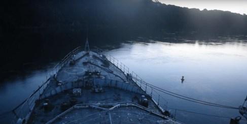 Une ambiance fantomatique règne sur le pont