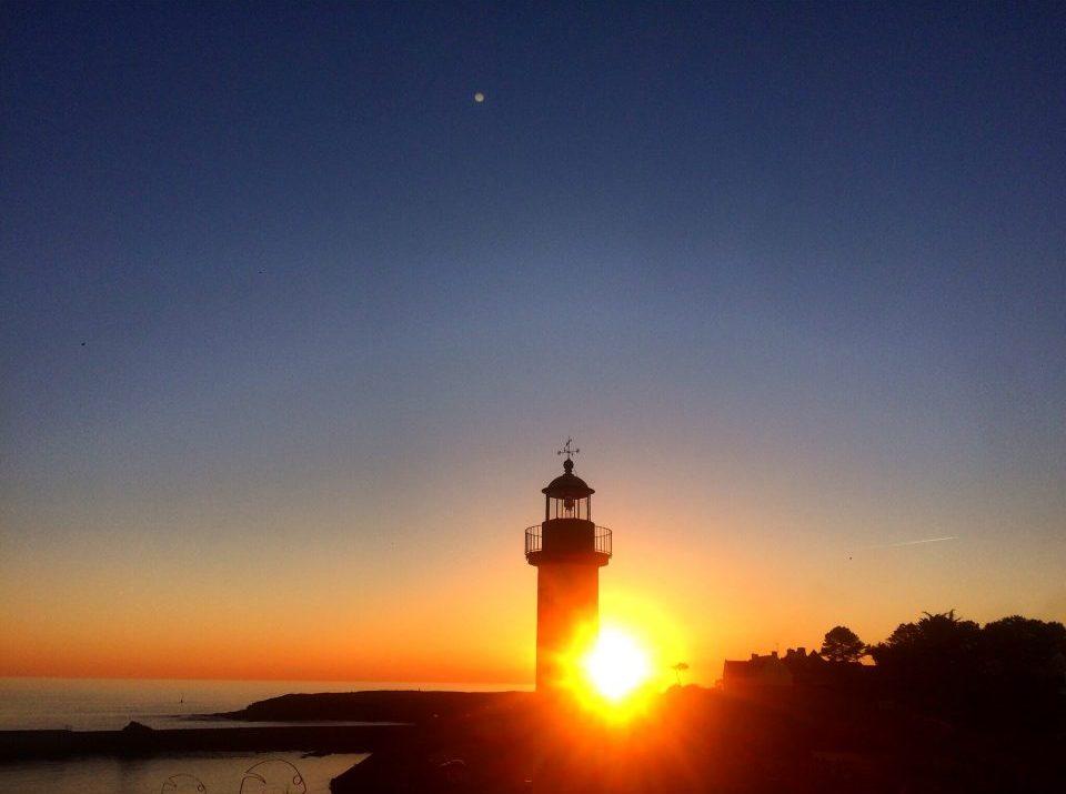 Coucher de soleil au phare de Doëlan