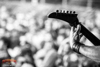 Tête de guitare au Festival Motocultor