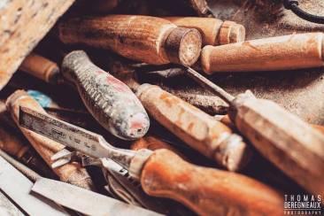 Les sciseaux pour travailler le bois en Bretagne © Thomas DEREGNIEAUX Photography