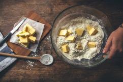 Attention de ne pas mettre tout le beurre en une seule fois !