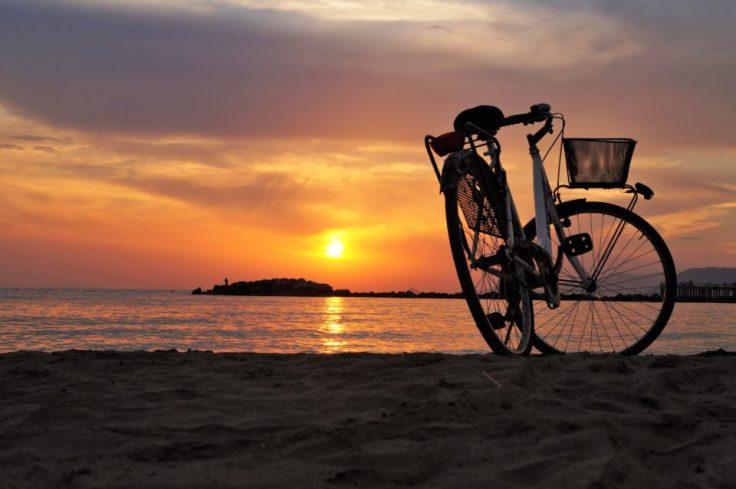Faire du vélo pour découvrir le littoral breton