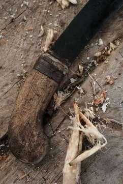 Une machette pour ouvrir une noix de coco
