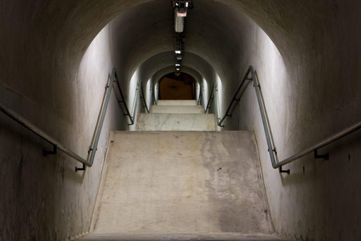 Les 154 marches de l'escalier pour atteindre le début du tunnel de l'abri Sadi Carnot