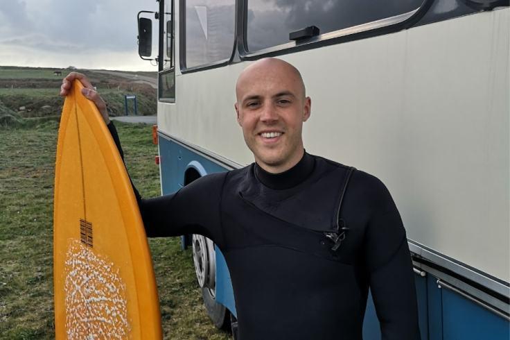 Pierre Mainguy a créé la première auberge itinérante pour surfeurs