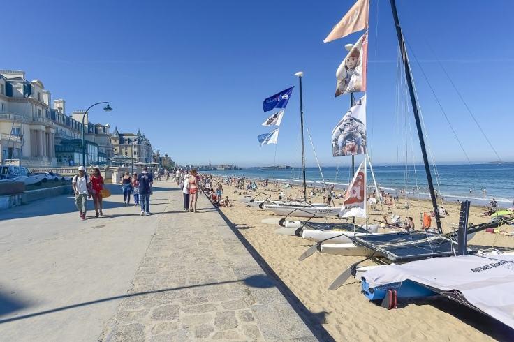 Vacances en Ille et Vilaine, grande plage du Sillon à Saint Malo