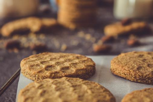 Vous la sentez d'ici, la bonne odeur des biscuits miel et amande ?