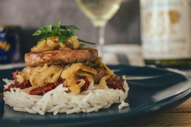 Le pâté Hénaff, servi sur un riz et avec les tomates séchées combinées à la fondue d'oignons, forment l'équipe gagnante !