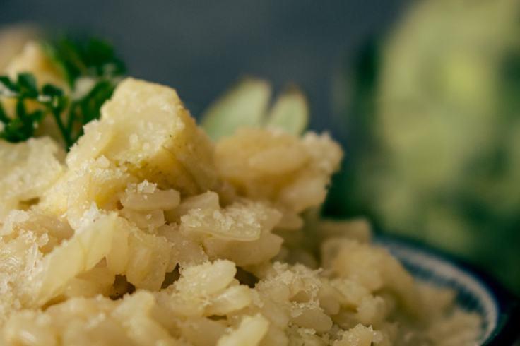 Le parmesan est un peu la cerise sur le gâteau de la recette du risotto à l'artichaut.