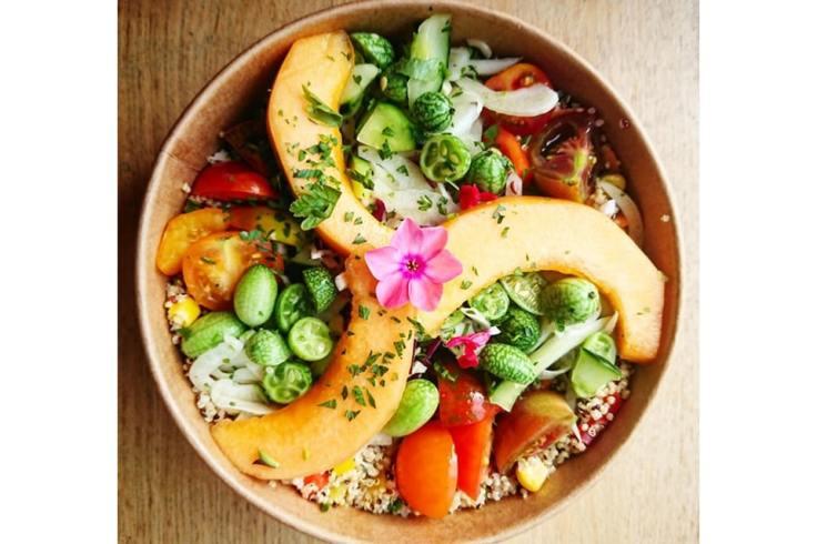 Bol composé de fruits et légumes