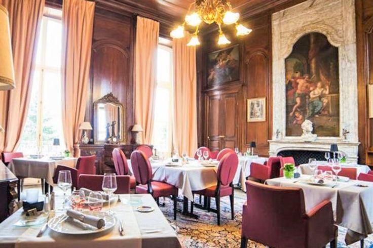 La salle de restaurant du château hôtel Colombier.