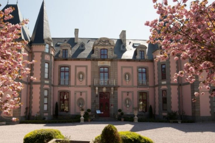 Le château hôtel Colombier vu de face.