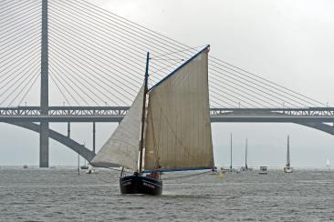 Un bateau dans la rade de Brest