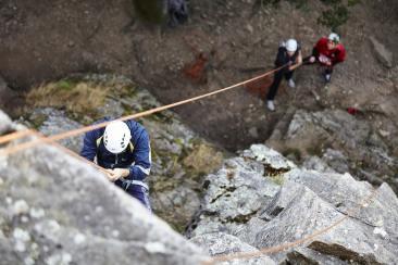 Des personnes qui pratiquent l'escalade