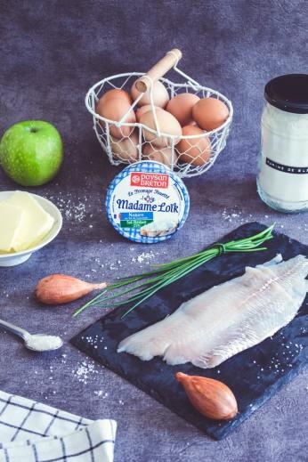 ingrédients de la recette, poisson, oeufs, crème, pomme, farine, beurre, échalote