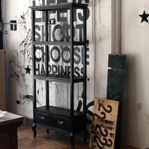 Biblioteca estanteria vintage negro