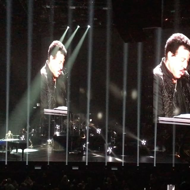 #SayYouSayMe say it together naturally  @lionelrichie ..#vancouver #concert #lionelrichie #allthehits #tour #allthehitstour - from Instagram