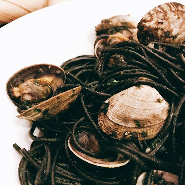 #vongole #nero - squid ink vongole @persesocialcorner aka our dining room ..#dinner #yaletown #vancouver #clams #mediterranean #fancyfood - from Instagram