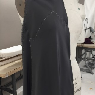 Draped front with thread trace