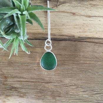 Emerald Green Seaglass Necklace - Prisk Beach