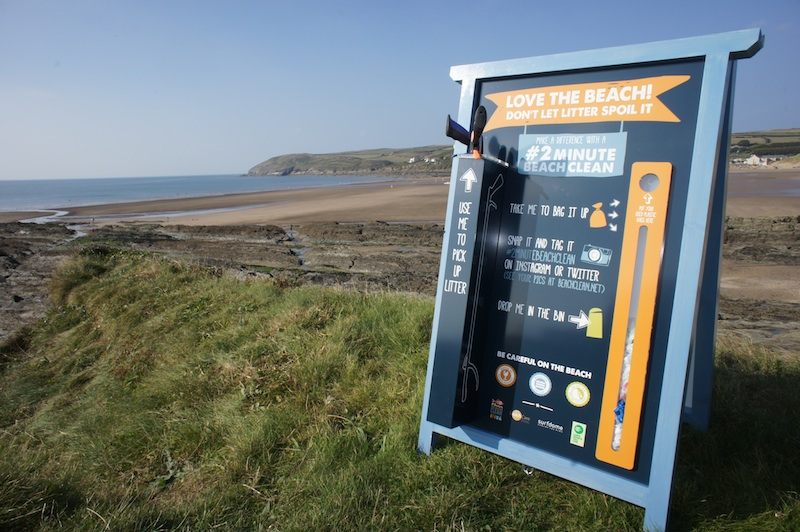 2 Minute Beach Clean Station