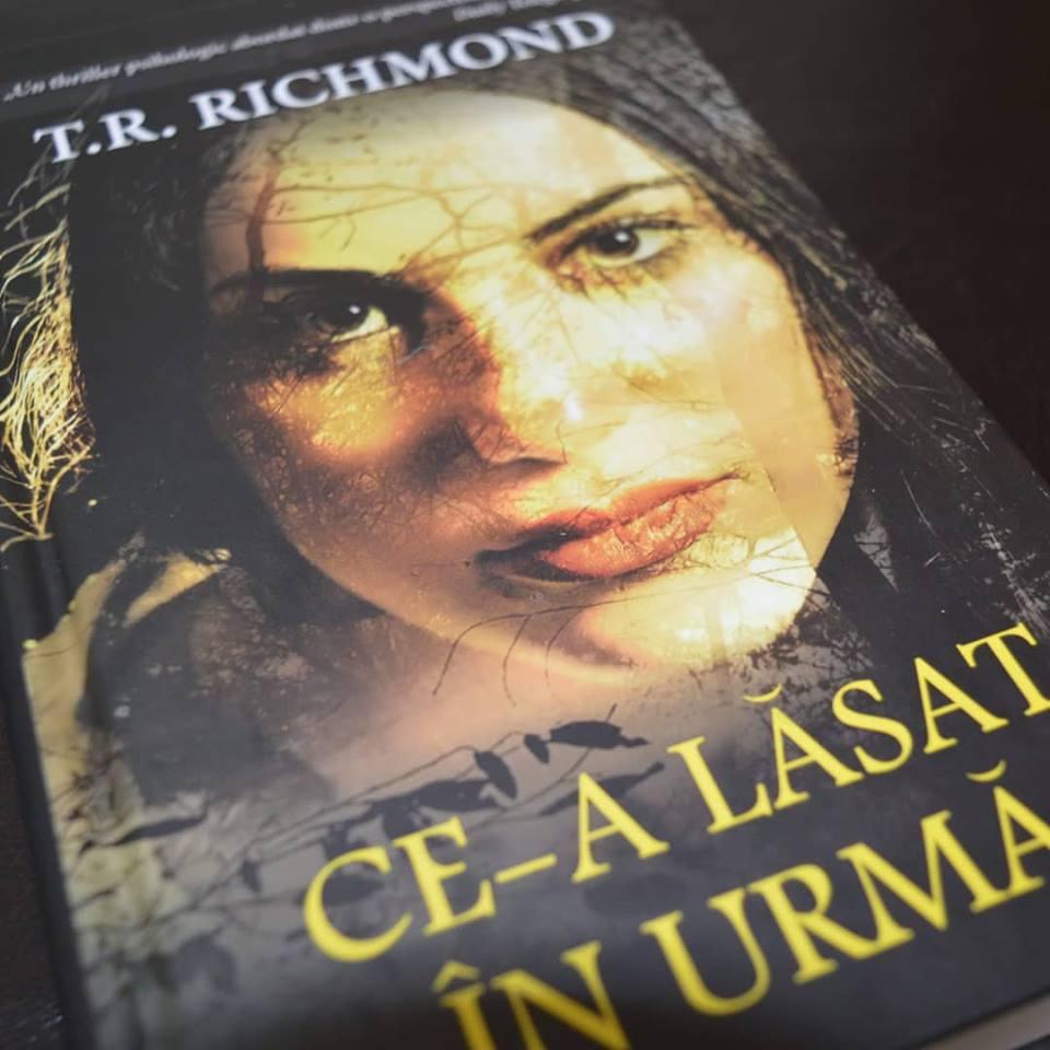 Ce-a lăsat în urmă - T.R. Richmond