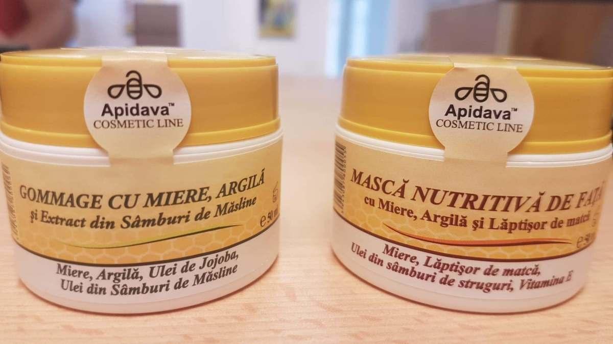 3 beneficii ale mierii pentru ten, testate pe fața mea