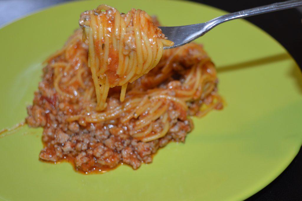 Rețetă spaghete bolognese cu paste și sos de roșii bio