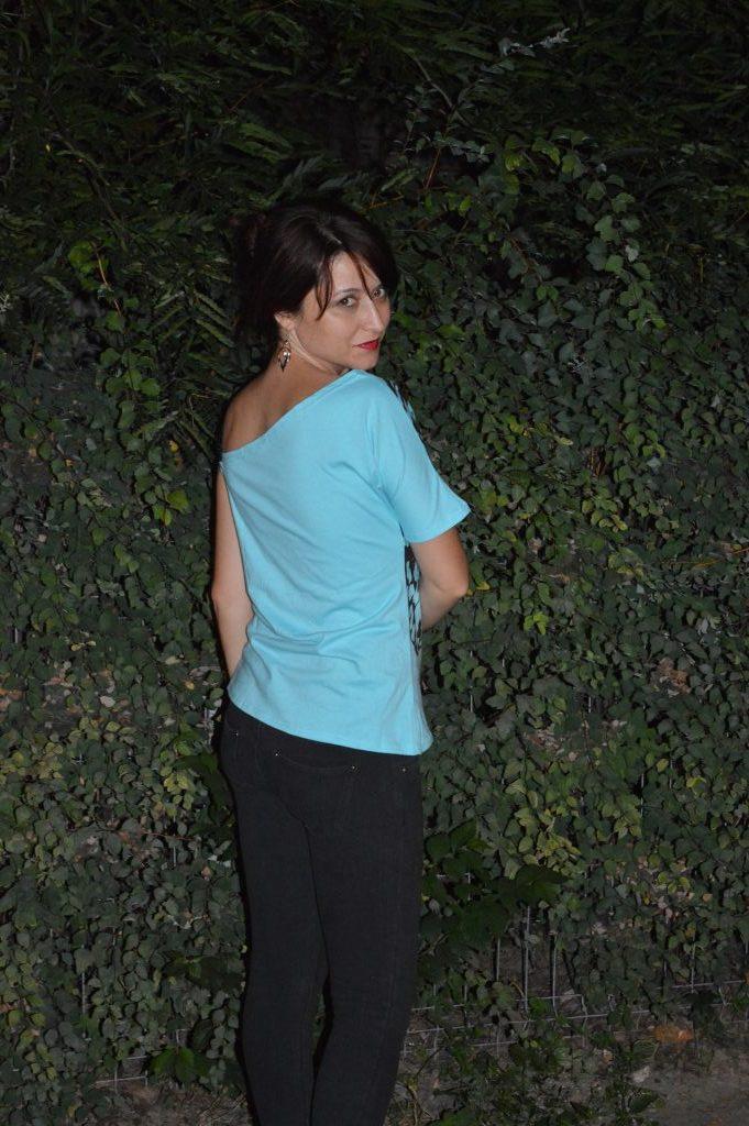 tricou albastru deschis
