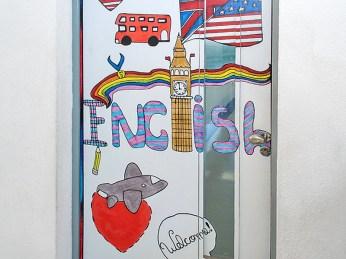 SALA DE IDIOMASCausar a imersão do aluno no idioma e na cultura que está estudando.