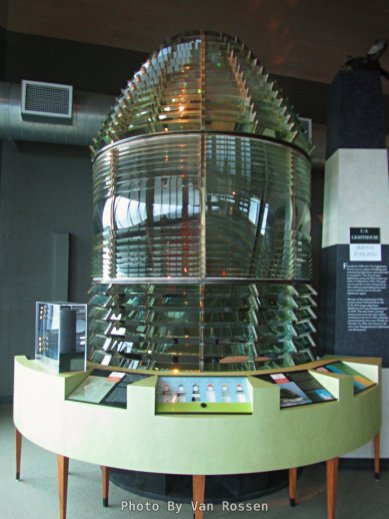 A Fresnel order 1 light house light is on display.