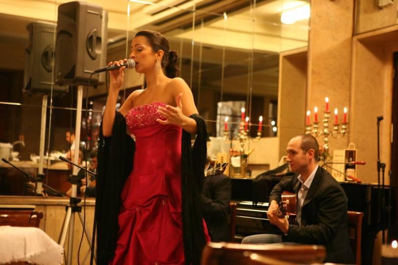 Chanteuse de Fado - Cafe Restaurant Guarany - Porto