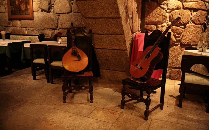 Guitare portugaise et guitare classique - Restaurant de Fado - Mal Cozinhado - Porto