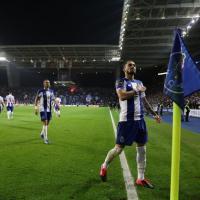 Alex Telles fechado no PSG por 25 milhões de euros