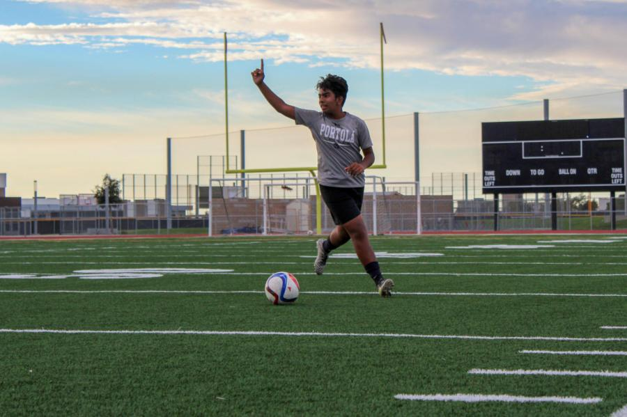 Sophomore Zaid Khan signals to his teammates as he gains possession of the ball.
