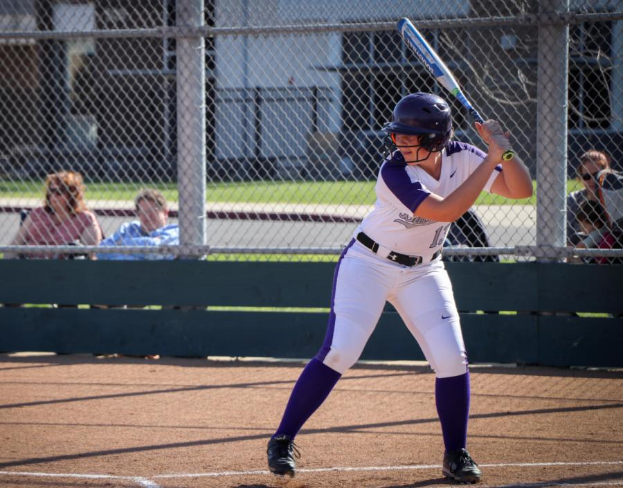 Sophomore+Briana+Bey+faces+the+opposing+team%E2%80%99s+pitcher+at+the+batting+ground.