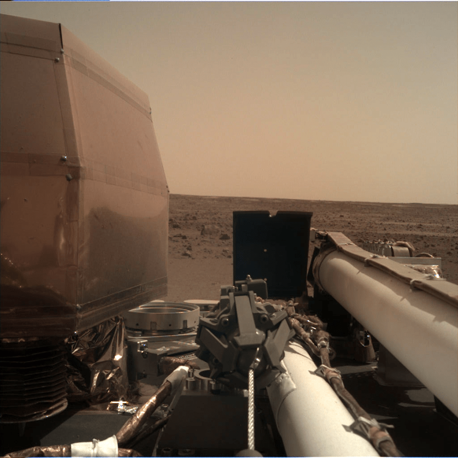 Insight+lands+and+takes+a+picture+using+its+Instrument+Deployment+Camera+%28IDC%29+from+the+surface+of+Mars.