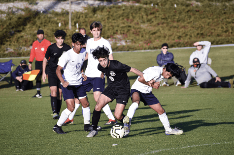 Senior and co-captain Sherwin Salehi focuses on preventing the opposing team from getting the ball while looking inwards to find a place to pass. Salehi is a striker who has the role of finding positions adequate for scoring goals, away from opponents.